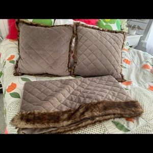 Other - Cozy & warm faux fur edged throw with 2 pillows.